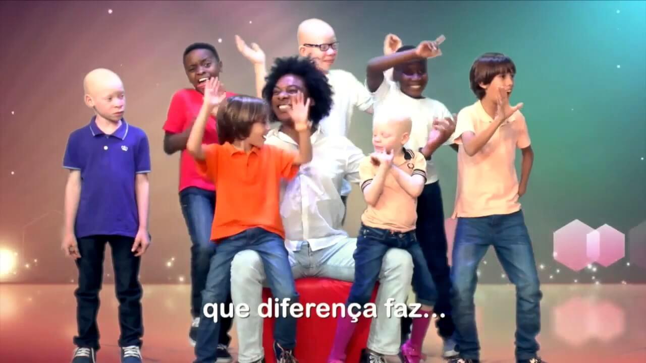 Ser Diferente é Normal – Stewart Sukuma C/ Argentina Luís